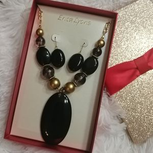 NWT ERICA LYONS Black/Gold Stone Necklace Set